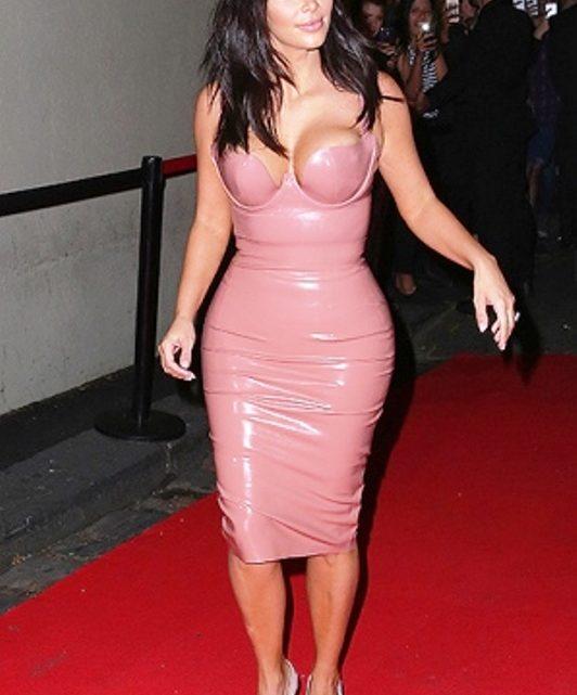 Платье из латекса Ким Кардашьян
