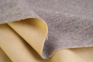 Кашемир – весьма приятная в прикосновении ткань,